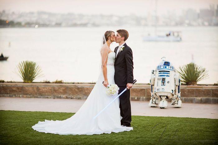 5df743d50833b star wars wedding cory carrie shields 18 5df202df1449f  700 - Casal teve um casamento com o tema Star Wars