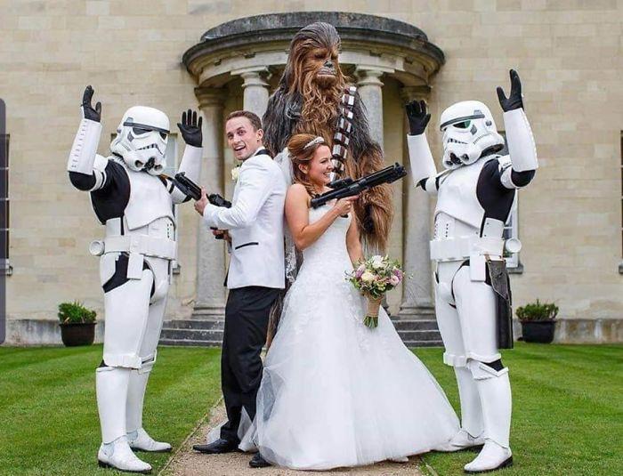 5df743db7af35 star wars wedding cory carrie shields 5df239b4dbd15  700 - Casal teve um casamento com o tema Star Wars