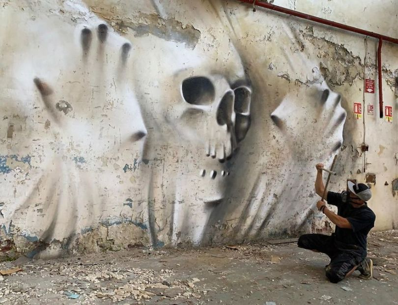 5ef59f02abd8c The graffiti of this French street artist seems to come alive and come off the walls 5ef33fdd53289  880 - Os grafites em 3D de Scaf