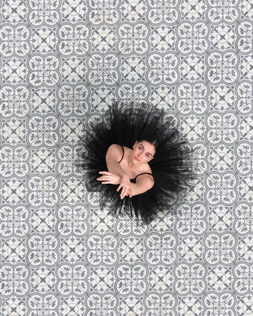 5fa8f91620f31 EB 2 8 5f9e0a0564e6d  880 - 12 fotos hipnotizantes de bailarinas vistas de cima, capturadas por Brad Walls