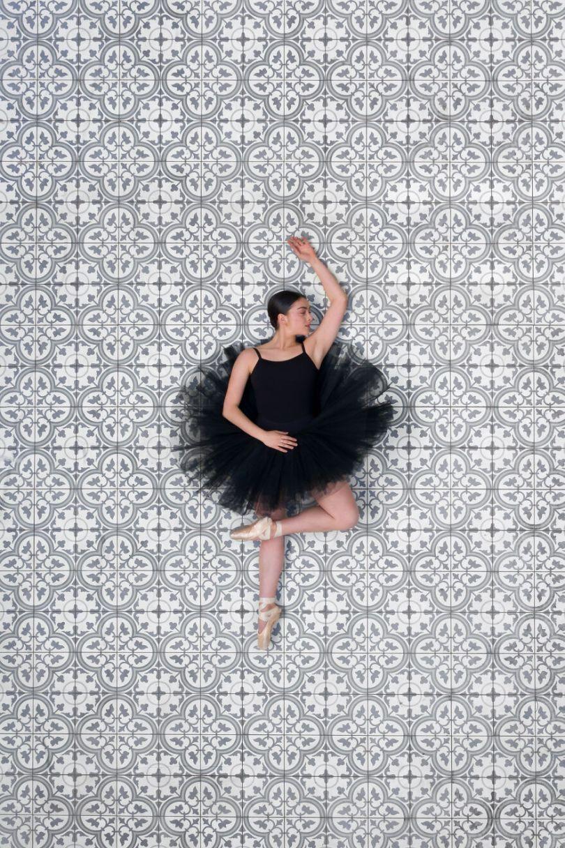 5fa8f916a2850 EB 2 10 5f9e0a1b149c4  880 - 12 fotos hipnotizantes de bailarinas vistas de cima, capturadas por Brad Walls