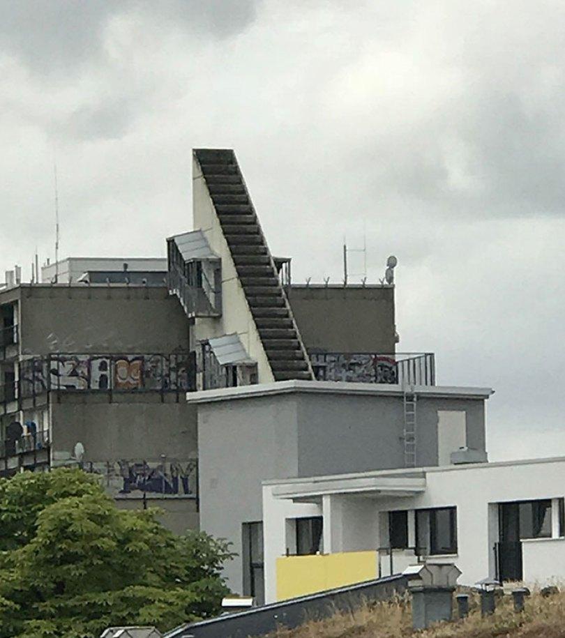 60618dc8c3113 funny stair design fails 242 605358a553d54  700 - Escadas ainda são o grande dilema dos arquitetos