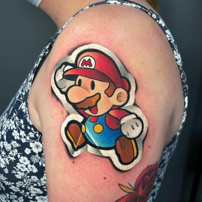60d42d259e7e6 2 60d0fc3770337 700 - 20 tatuagens que parecem adesivos colados na pele