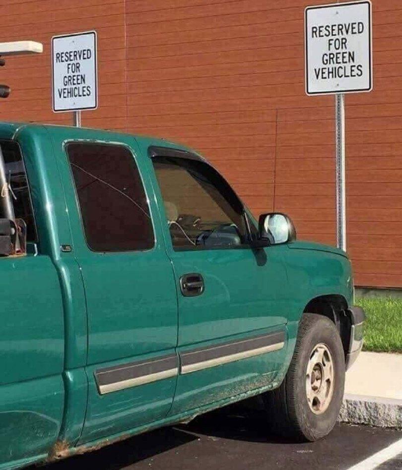 """610a3ad7afe6f bad drivers funny pics 145 60feb8133beec  700 - Fotos revelam como muitos motoristas são """"vida loka"""" ou simplesmente sem noção"""