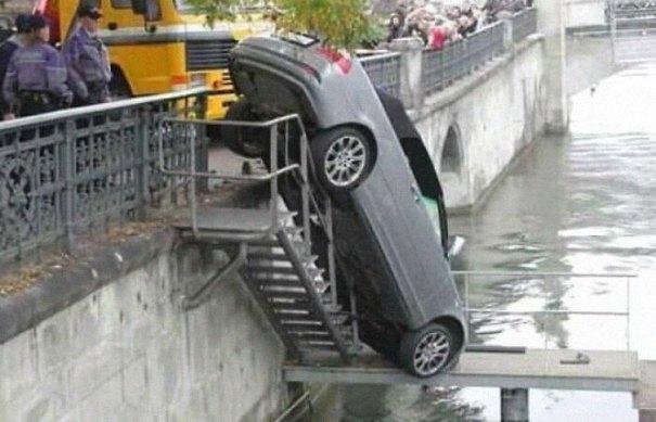 """610a3ad992c3b bad drivers funny pics 149 60feb8ef437b2  700 - Fotos revelam como muitos motoristas são """"vida loka"""" ou simplesmente sem noção"""