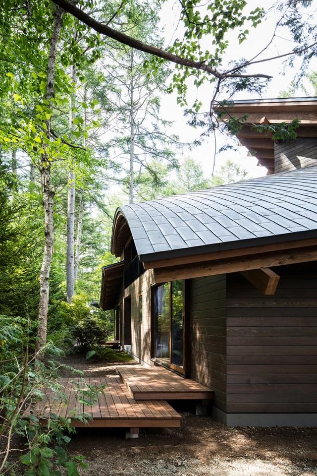 weekend villa in japan by kias resembles a pile of leaves designboom