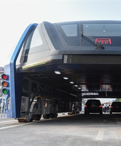China S Elevated Bus Soars Over Cars In First Test Drive