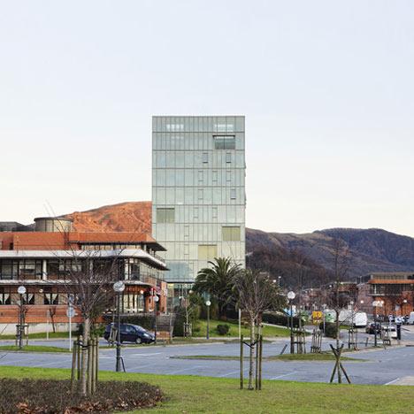 Zaisa Office Tower by Hoz Fontán Arquitectos