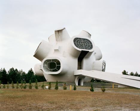 Spomenik by Jan Kempenaers