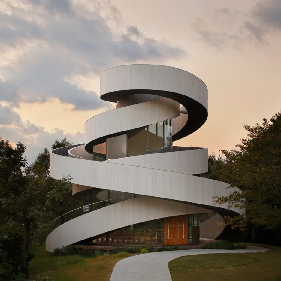 Staircases Spiral Around The Core Of A Wedding Chapel   Chapel With Spiral Staircase   Catholic Church   Stairway   Miraculous   Choir Loft   Sante Fe