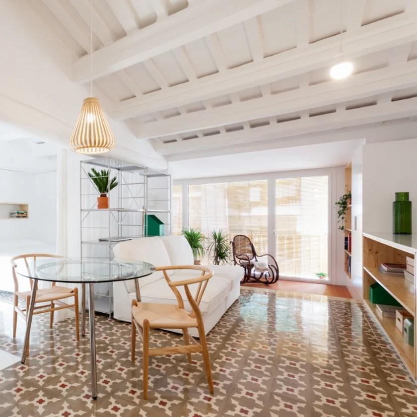 Apartment in Sant Andreu by Oriol Garcia