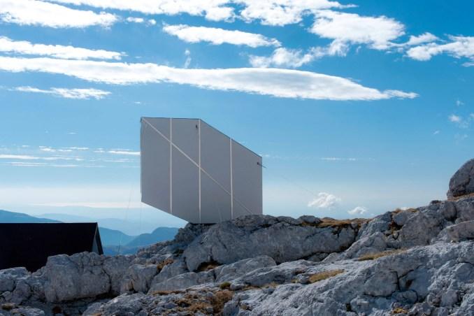 alpine-shelter-ofis-architecture-slovenia_dezeen_2364_col_7