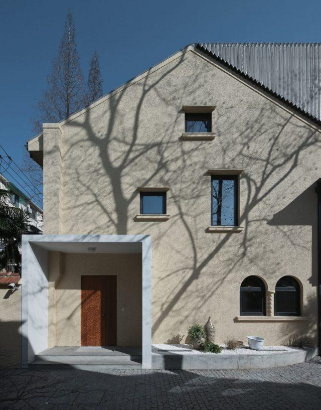 Ladislav Hudec Shanghai villa renovation by Atelier XÜK