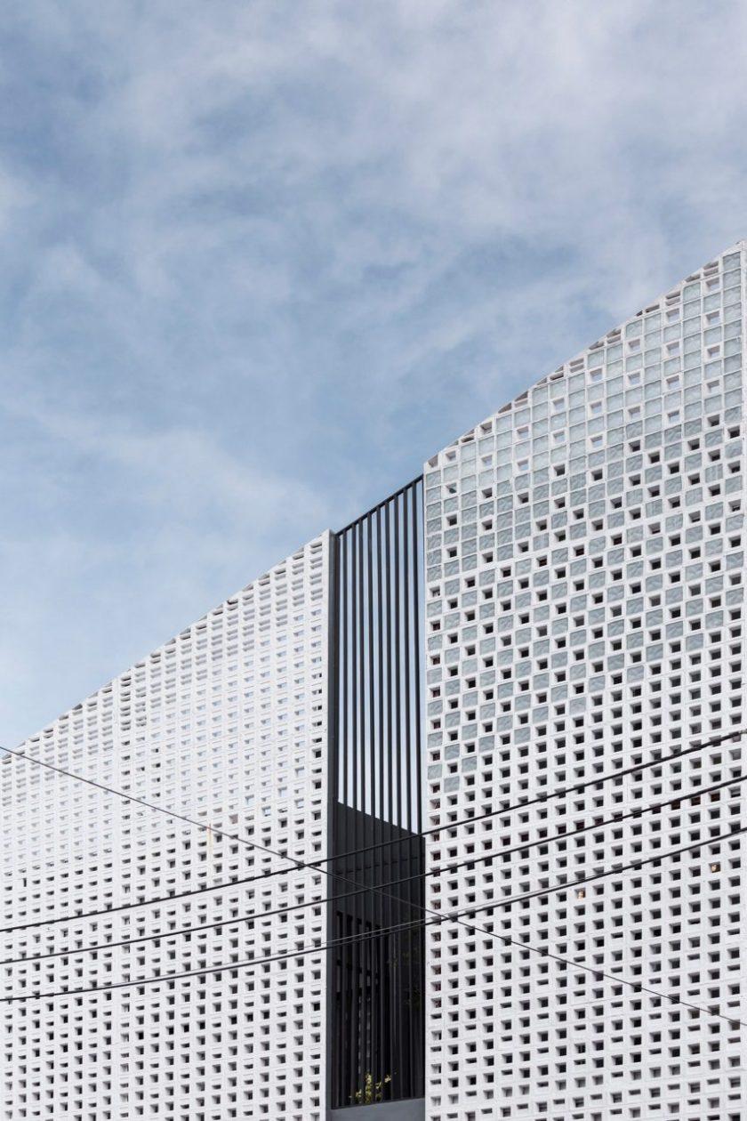 Multi-place house by EKAR Architects