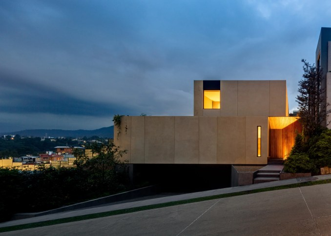 Cumbres House by Arquitectura Sergio Portill