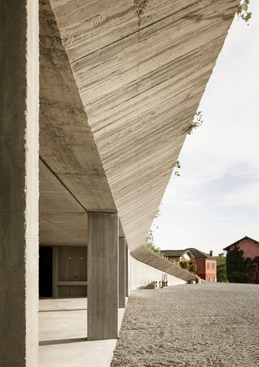 Agricultural machinery depot by Deamicisarchitetti