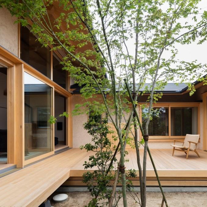 courtyards takashi okuno hiiragis house japan japanese house