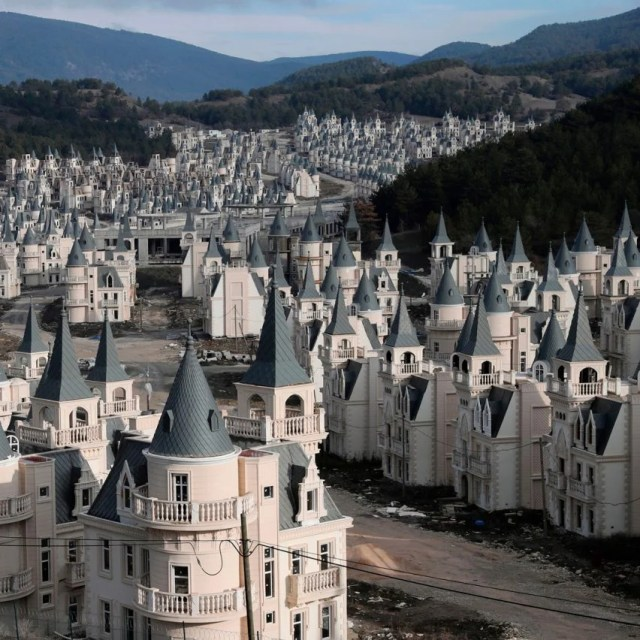 Abandoned Turkish chateaus – Burj Al Babas luxury housing development in central Turkey