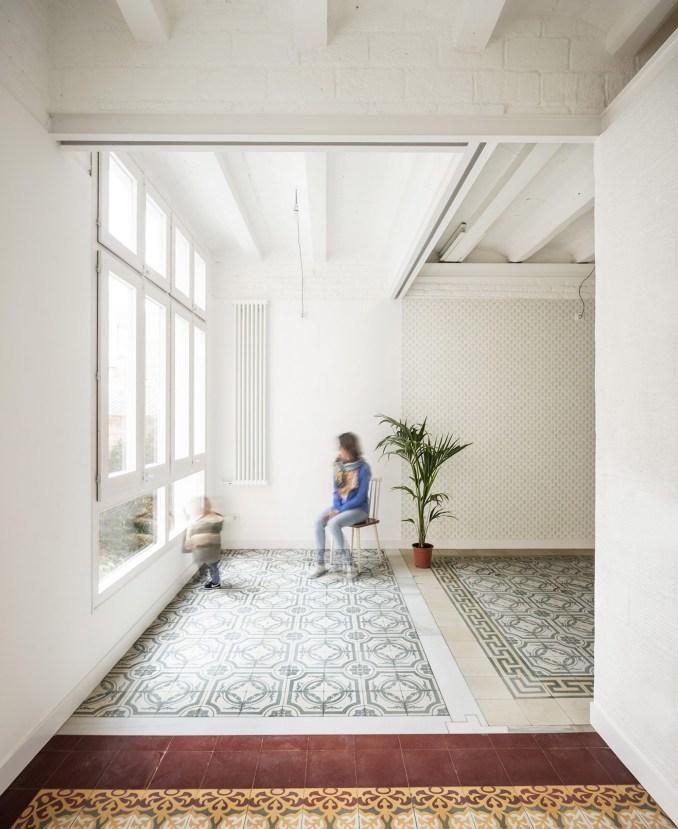Vallirana 47 apartment by Vora