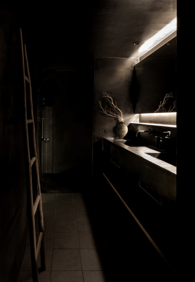 The double vanity inside Maana Kamo guesthouse by Uoya Shigenori
