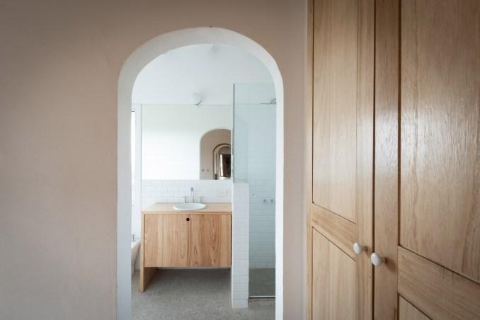 Bathroom in Casa Elisa by Grupo Boreal