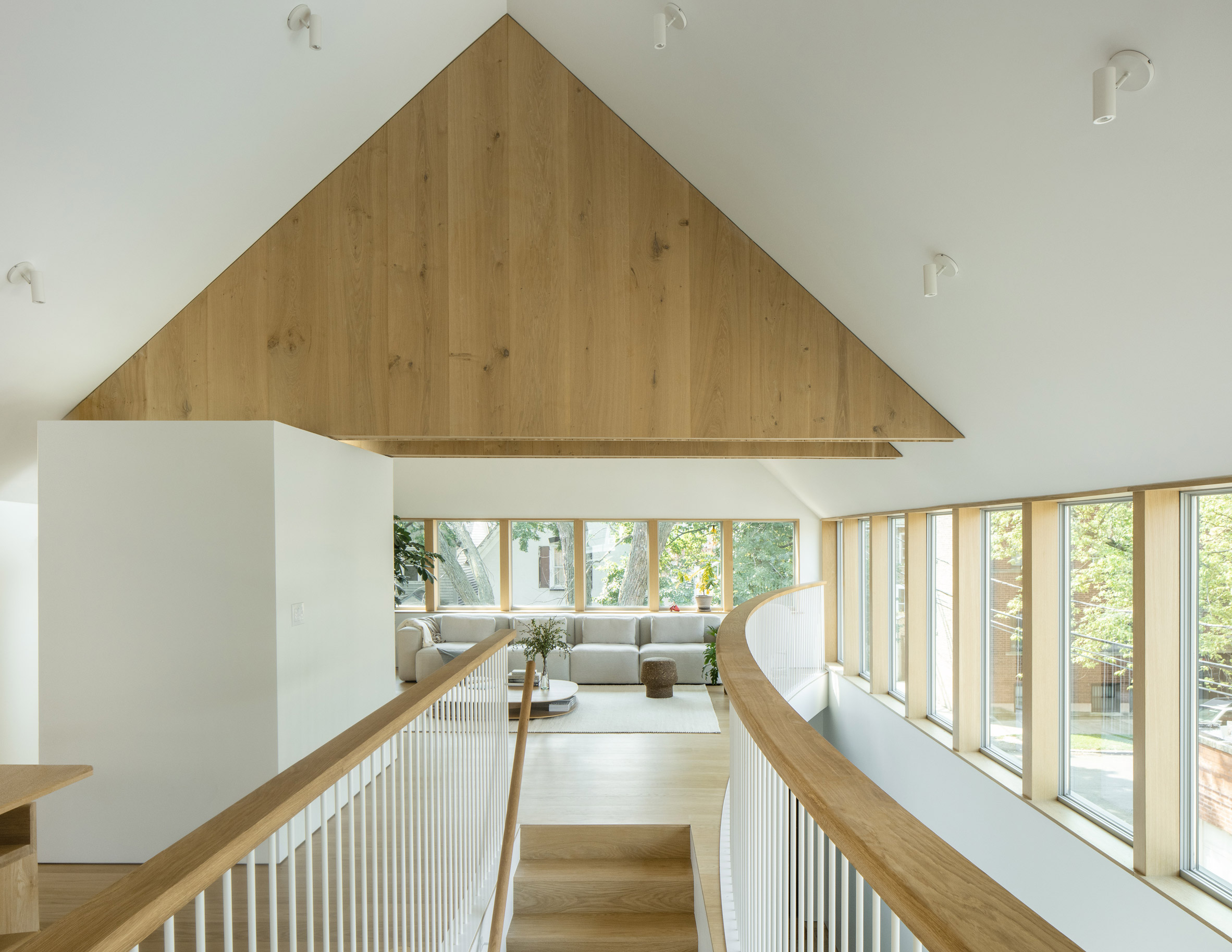 Triangular trusses in Ardmore House by Kwong Von Glinow