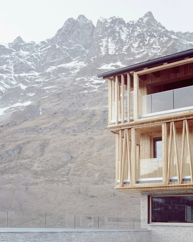 A contemporary chalet in the mountainous Italian village of Valtournenche