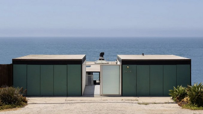 Victor and Elizabeth Hunt House in Malibu, California, by Craig Elwood