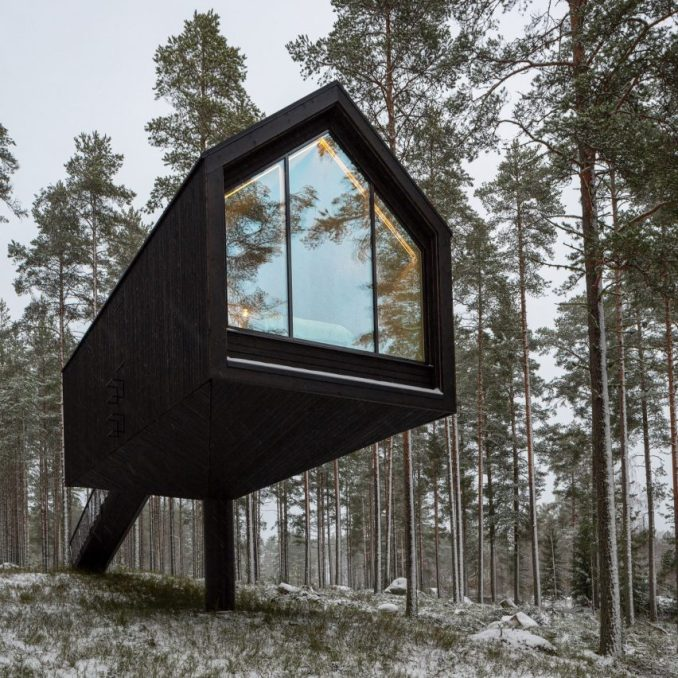 A cabin by Studio Puisto clad in black-painted wood