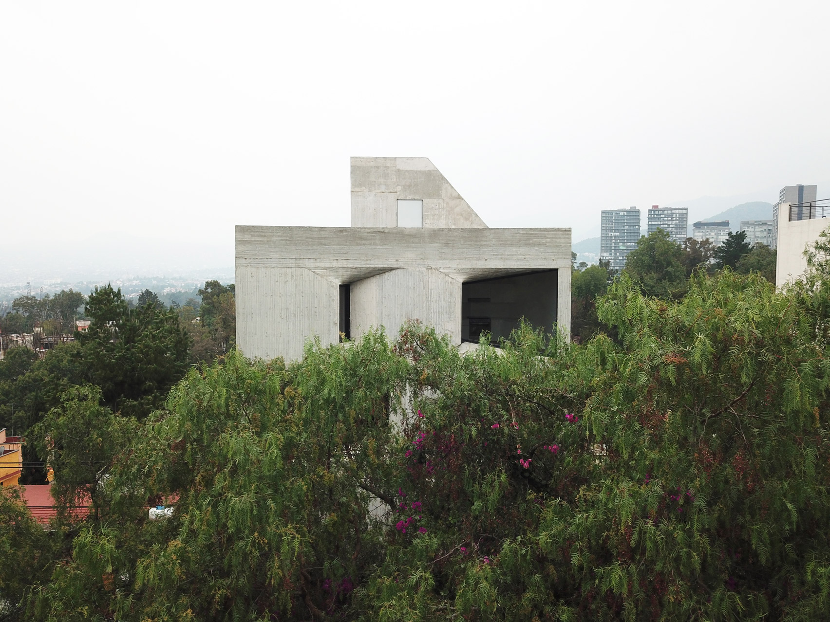 Cast concrete exterior of residential project by Young & Ayata
