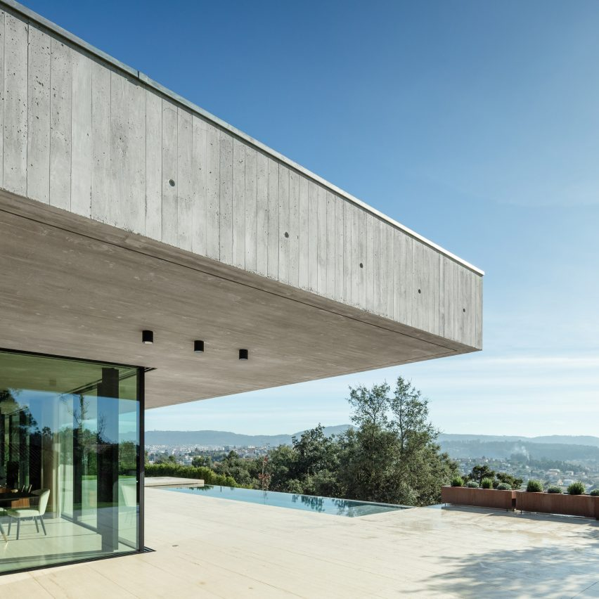 Cork Trees House with concrete roof