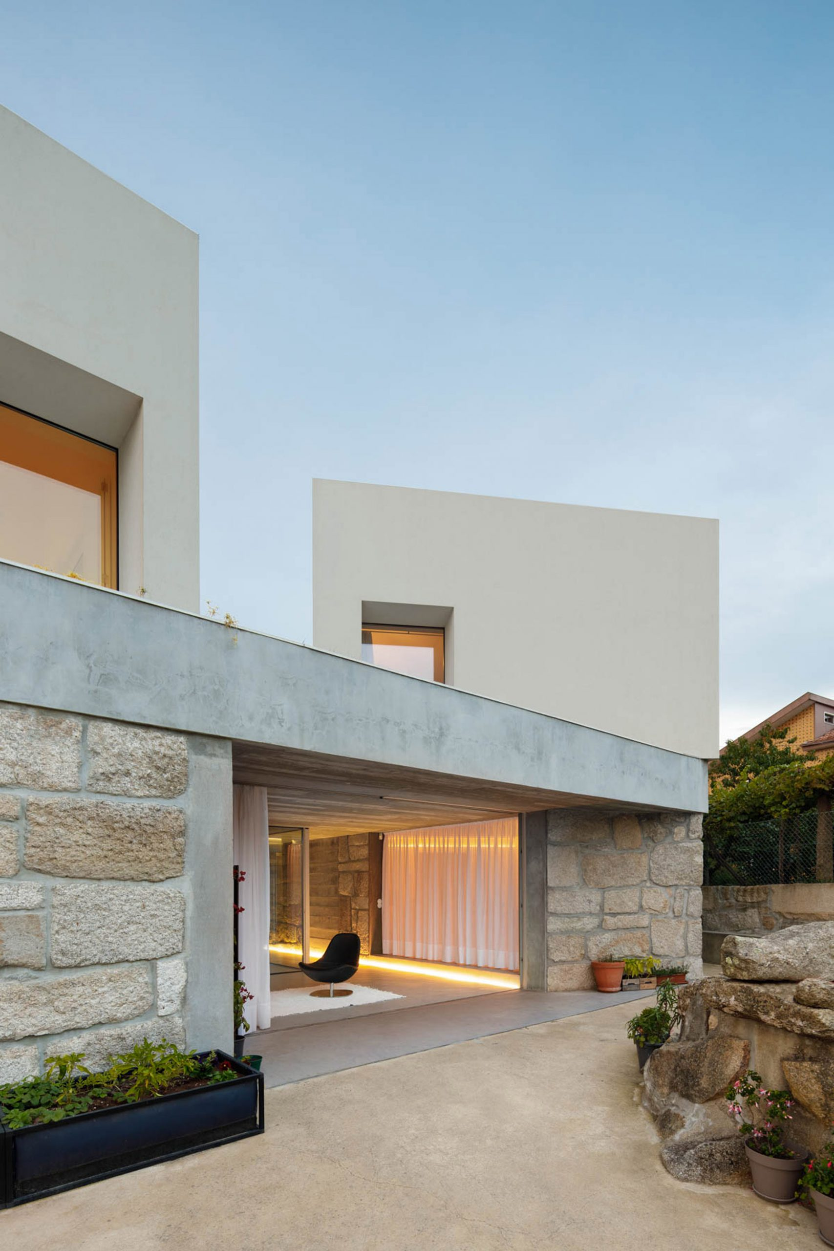 Pale stone was used throughout Casa Rio