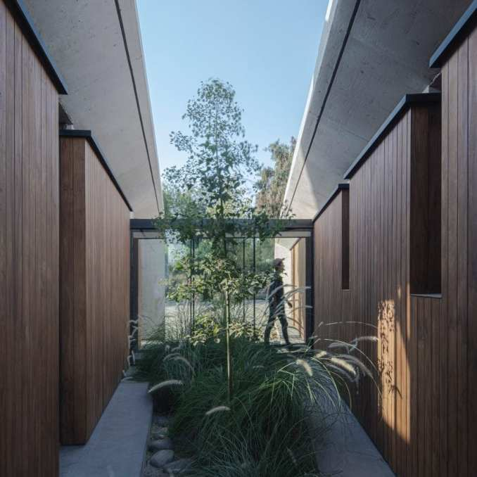 Courtyard between two volumes of concrete house in Chile
