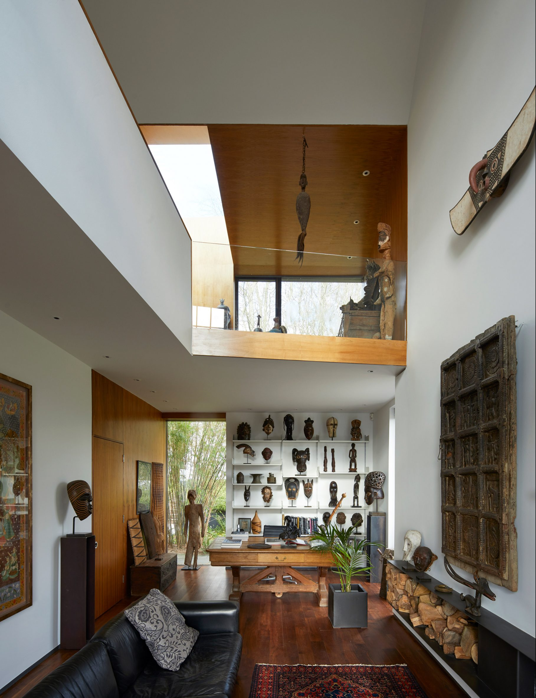 Double-height gallery in Windward House by Allison Brooks Architects