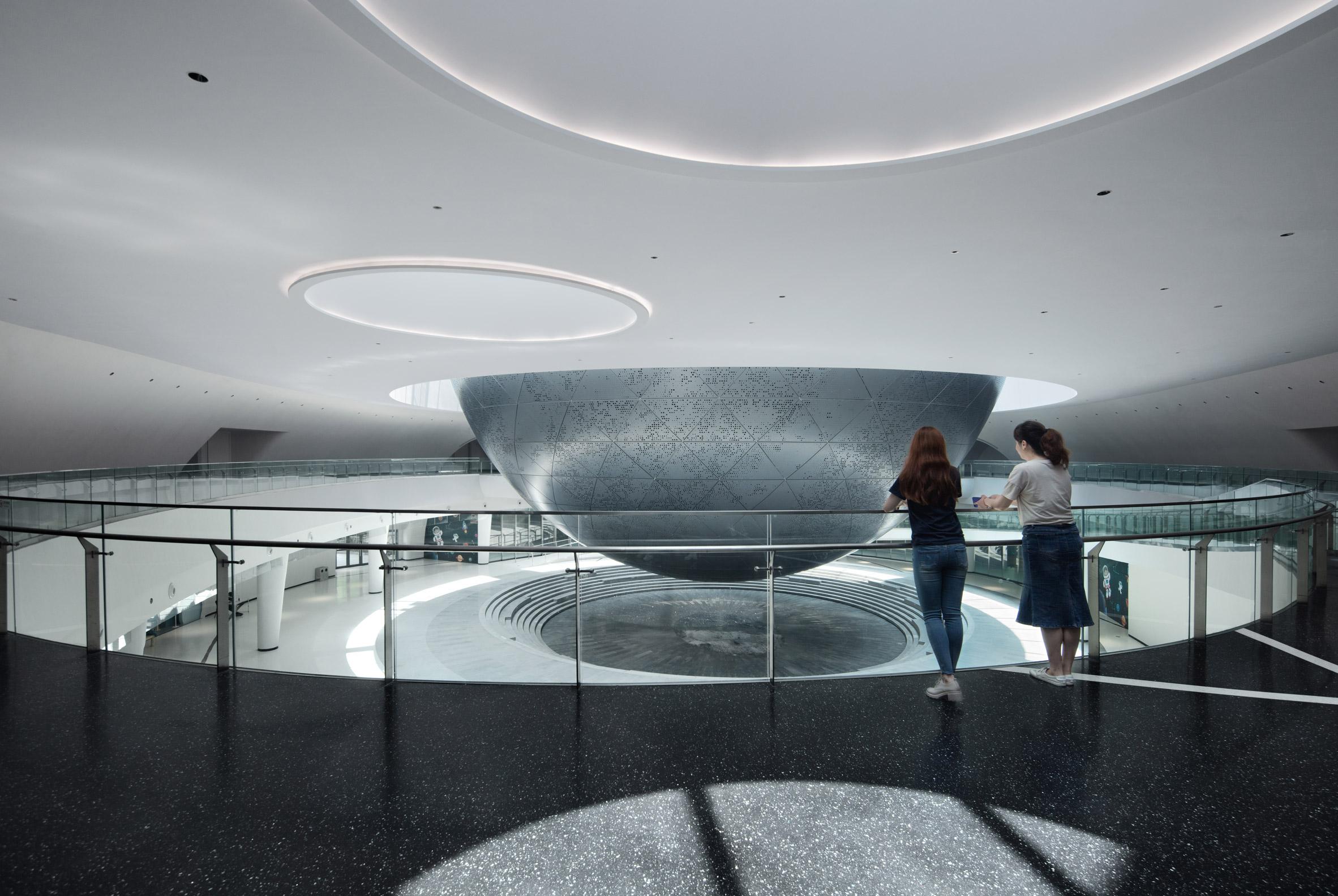 Sphere-shaped planetarium