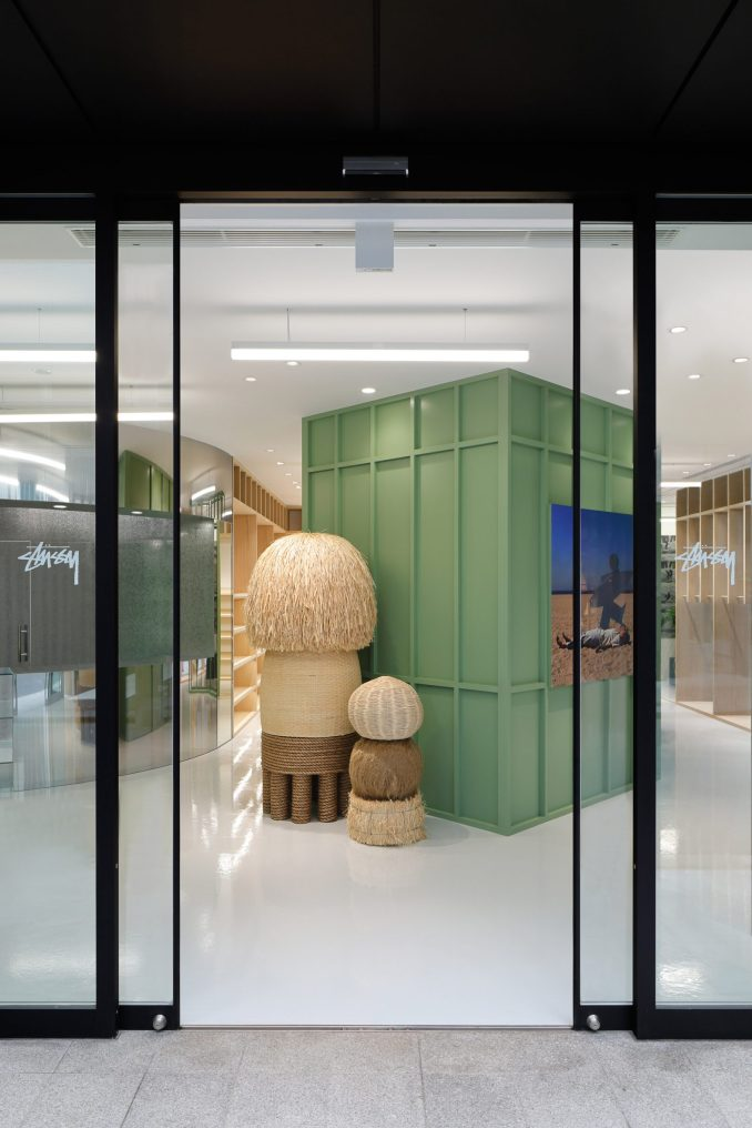 Entrance to retail interior by Perron-Roettinger