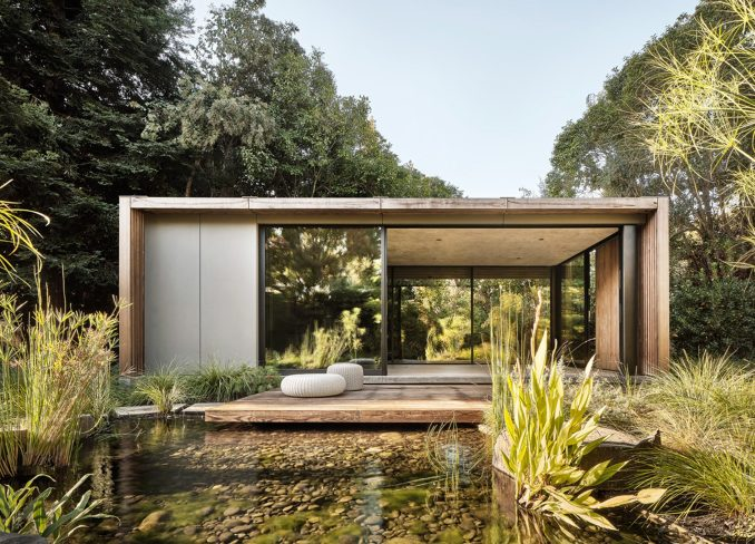 A pavilion by Feldman Architecture surrounded by greenery