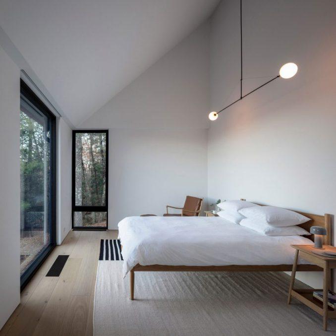 Minimalist bedroom in Ledge House