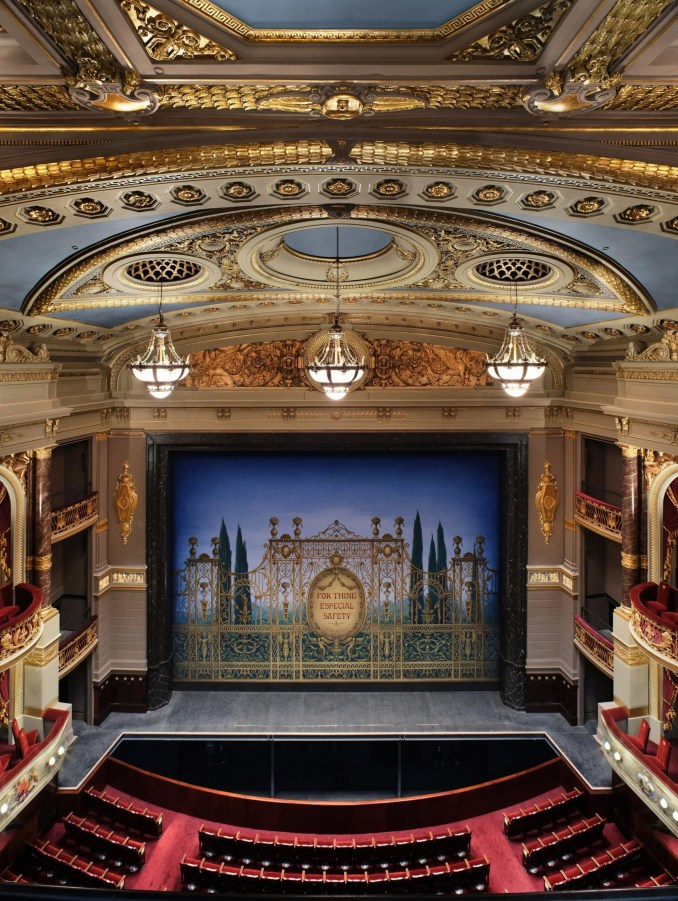 The Theatre Royal Drury Lane was refitted to allow for a more flexible staging system