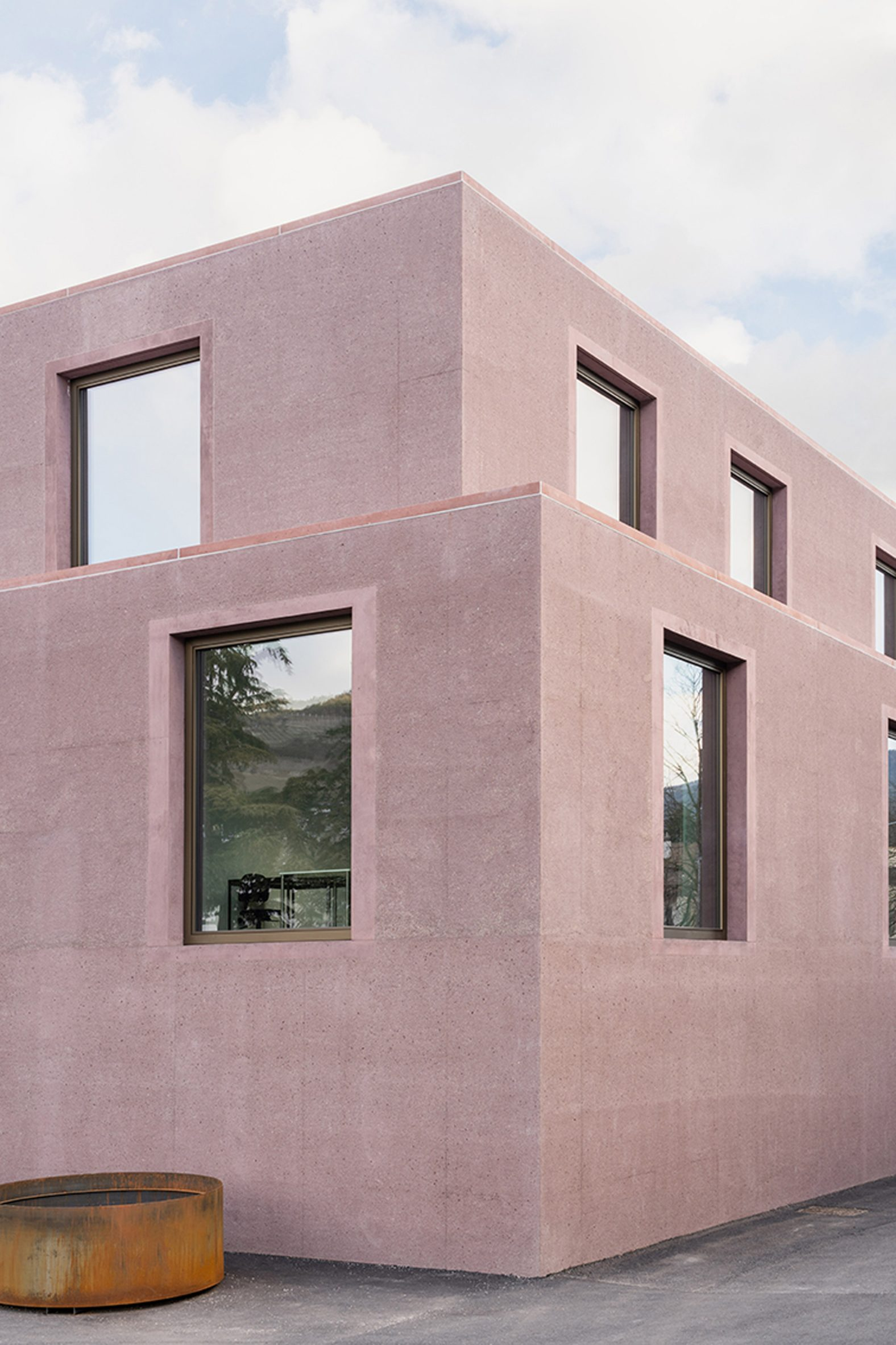 Dusty pink concrete volumes at the school building