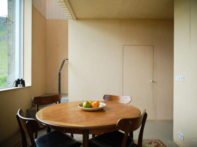 The dining room of an Icelandic holiday home