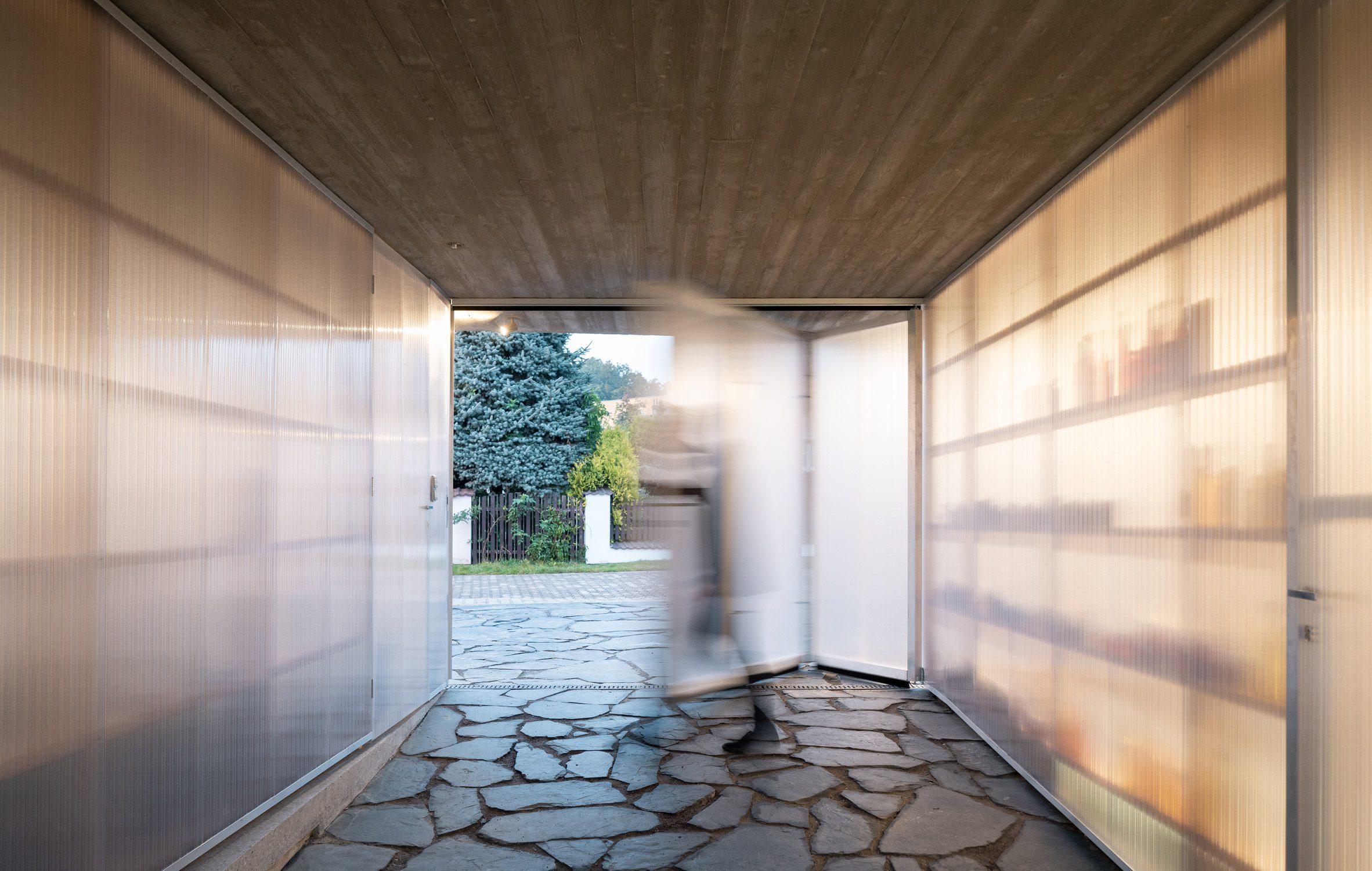 Polycarbonate walls