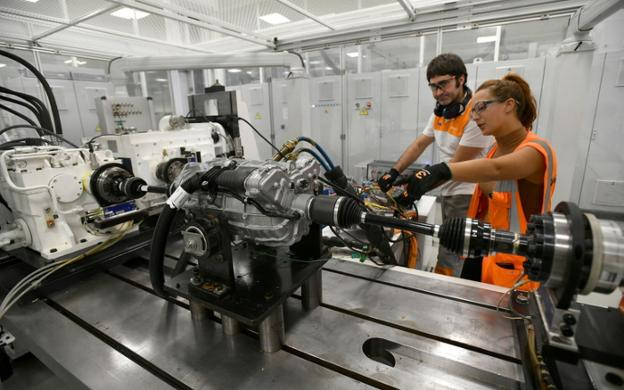 GKN workers from Zumaia with a hybrid engine.