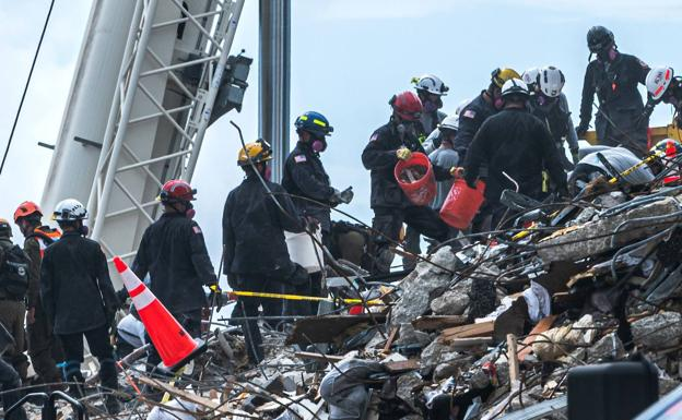 Search for survivors in the collapsed building in Miami.