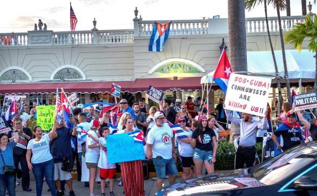 Cubans in the US attend a demonstration against the Díaz-Canel regime