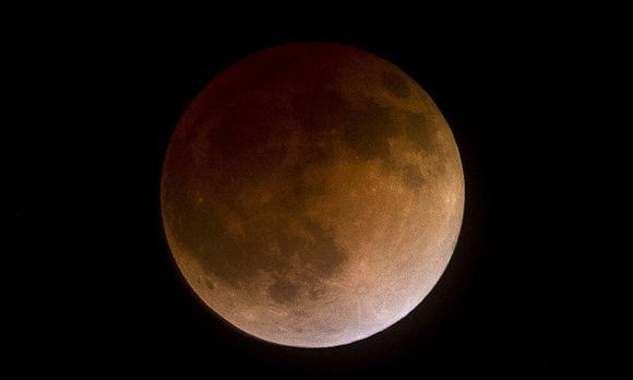 Archivbild: Eine Mondfinsternis, aufgenommen im April 2014 über Oakland in Kalifornien / Bild: REUTERS