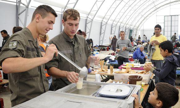 Flüchtlinge: Bundesheer bietet Kasernen als Notquartiere an