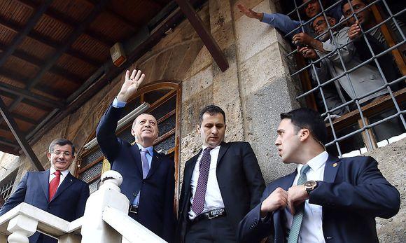 Erdogan (2.v.l.) am Freitag in Konya / Bild: REUTERS