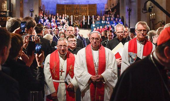 Papst Franziskus bei einem ökumenischen Gottesdienst in Lund anlässlich des Reformationstages. / Bild: APA/AFP/TT News Agency/JONAS EKS