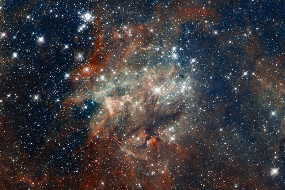 NASA, ESA, D. Lennon and E. Sabbi (ESA / STScI), J. Anderson, SE de Mink, R. van der Marel, T. Son, and N.  Walborn (STScI), N.  Bastian (Excellence Cluster, Munich), L. conditions (INAF, Padova), E. Bressert (ESO), P. Crowther (University of Sheffield), A. de Koter (University of Amsterdam), C. Evans (UKATC / STFC , Edinburgh), A. Herrero (IAC, Tenerife), N.  Langer (AIFA, Bonn), I. Platais (JHU), and H. Sana (University of Amsterdam)